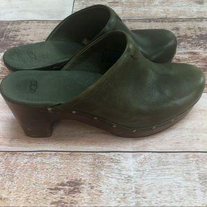Uggs Abbie leather clogs size 8 - euc